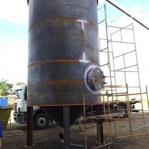 Fábrica de tanques industriais